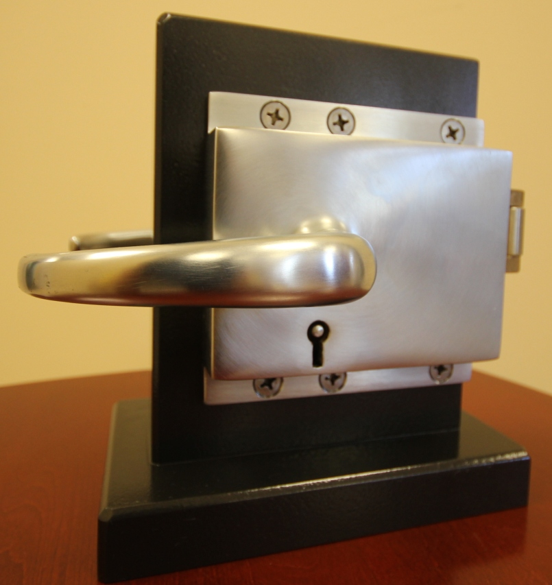 End Door Lock For Swinging Doors (Inside View) : door locking devices - pezcame.com